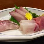 久坊 - 料理写真:「本日のおすすめ定食」1700円 の刺身盛り合わせ。