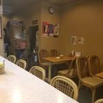 龍鳳苑 - テーブル席の様子