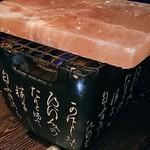 長崎県対馬市美津島町 しろや新宿 - 大山鶏の岩塩焼き