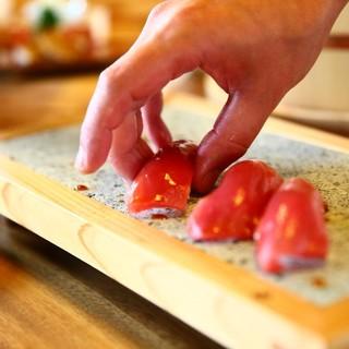 職人が握る本格寿司がオススメ。旬の厳選食材が織りなす創作料理