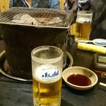 炭火焼肉屋台 たじま屋 - まずは生ビールで乾杯