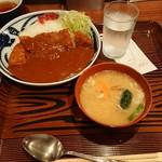 とんかつまつを - 金曜、土曜限定ランチ   勝カレー(辛口)豚汁付き980円