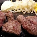 MEAT - 熟成赤身サイコロステーキ100g800円