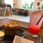 ベイク ショップ プエオ - 料理写真:パイナップルマフィンと生搾りピンクグレープフルーツソーダ