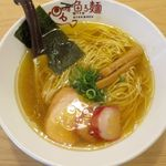 魚ろ麺 - 淡麗塩らーめんのアップ