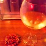 やきそばる - グラス白ワイン