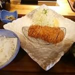 ポンチ軒 - 特ロース豚かつ定食