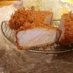 ポンチ軒 - 料理写真:特ロース豚かつ 断面