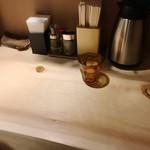 SOBA HOUSE 金色不如帰 - 分厚い一枚板のカウンター