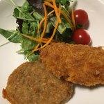 肉まる本店 - 料理写真:コロッケはカンタン夜ご飯のお供に最高です(2018.05現在)