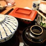横田屋  - 蒲焼定食 (梅) 1050円