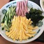 日高屋 - 黒酢しょうゆ冷し麺の具材。       美味し。