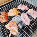 炭焼地鶏 山蔵 - 炭で焼きます