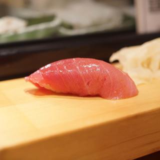鮨屋とんぼ - 料理写真:中とろ