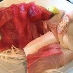 和鮮 しんま - 三色丼(丼前)