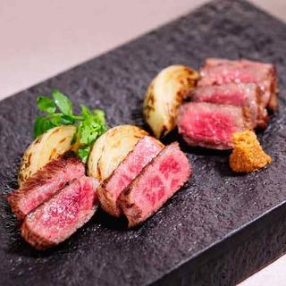 肉本来の旨味を味わう和牛ステーキがおすすめです。