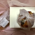 カルチェ・ラタン - バル ドゥ バナーヌのテイクアウト…雑な包装 ^_^;