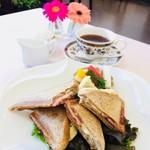 レストラン アオヤマ - ふすまパンのホットサンド