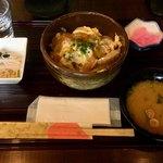ちょんたま食堂 - 今日の日替りはカツ丼でした       日替りは平日のみ580円