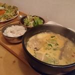 ハルモニ食堂 - カムザタン+定食セット (ニラチヂミは別)