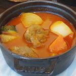 ザ・シティ・ベーカリー - ラム肉のスパイシー煮込みとソーセージのクスクス