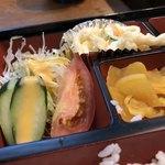 秋桜 - 生野菜とマカサラは定番