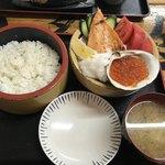 86477351 - 赤丼 1382円 (税込) みそ汁付き