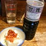 カネトク味噌醤油 佐賀屋醸造店 - 料理写真:お店で冷奴と一緒にね^ ^