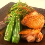 翠翔 - モモ肉と旬野菜の岩塩焼き