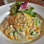 Pesce - 野菜と魚介のクリームソースのオムライス