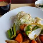 エムズ キッチン - Bランチ(この日は酢鶏でした)。