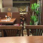 チャイハナ - テーブル席①