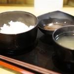天ぷらとワイン 小島 - ご飯、スープ、天つゆ