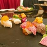 和牛炭焼き日本酒バル LUMP - 肉寿司5貫盛り合わせ(1680円)