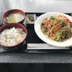 ビビッド - 料理写真:牛野菜炒め定食