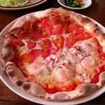 梨の木 - シーフードとトマトのピザ