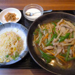 香港酒家 景記 - チンジャオラオスーかけ汁そば(名前はうろ覚え)と半チャーハンのセット