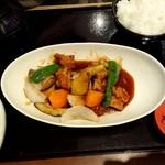 れすとらん四六時中 - 純輝鶏と野菜の黒酢和え定食890円