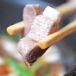 萬吉禎 - 肉は細かいカット