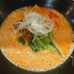 86507195 - 担々麺、辛さ普通(税込800円)、ニンニクトッピング(ブラス100円)