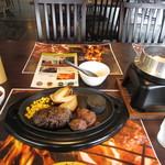 薪焼きハンバーグと厚切りステーキ 薪たま - U.S.ビーフ100%薪焼きハンバーグステーキ150gとカットステーキ100gランチセット
