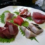 いそかわ - 造り盛 六種(まぐろ、さごし、天然ぶり、かつお、天然鯛、活たこ)
