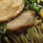 86511666 - 醤油の旨み 塩分 とラード と麺 の重厚なハーモニー