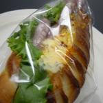 トラスパレンテ - 卵とサラミのビエノワサンド 427円(税込)