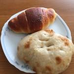 トーホーベーカリー - GOLD塩バターパンと、塩パン