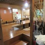 カラフル食堂 - 勿論お店の店内でも食事は出来ますがもう2時位だったん広い客席にはお客様は居られませんでした。
