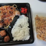 カラフル食堂 - 購入したのはお弁当とおつまみに鶏皮の唐揚げを買って帰ってみました。