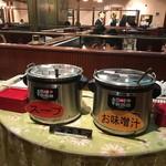 銀座ライオン - セルフサービスのスープとみそ汁