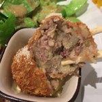 博多フードパーク 納豆家 粘ランド - 納豆コロッケを割ってみました。