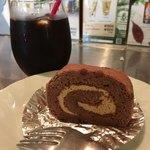 博多フードパーク 納豆家 粘ランド - 「スイーツセット」590円、もちろん納豆入りのロールケーキです。